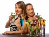Fotografie Mädchen mit viel Cocktails