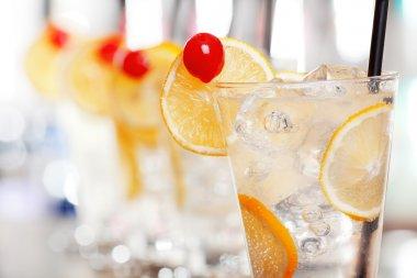 Tom Collins cocktails
