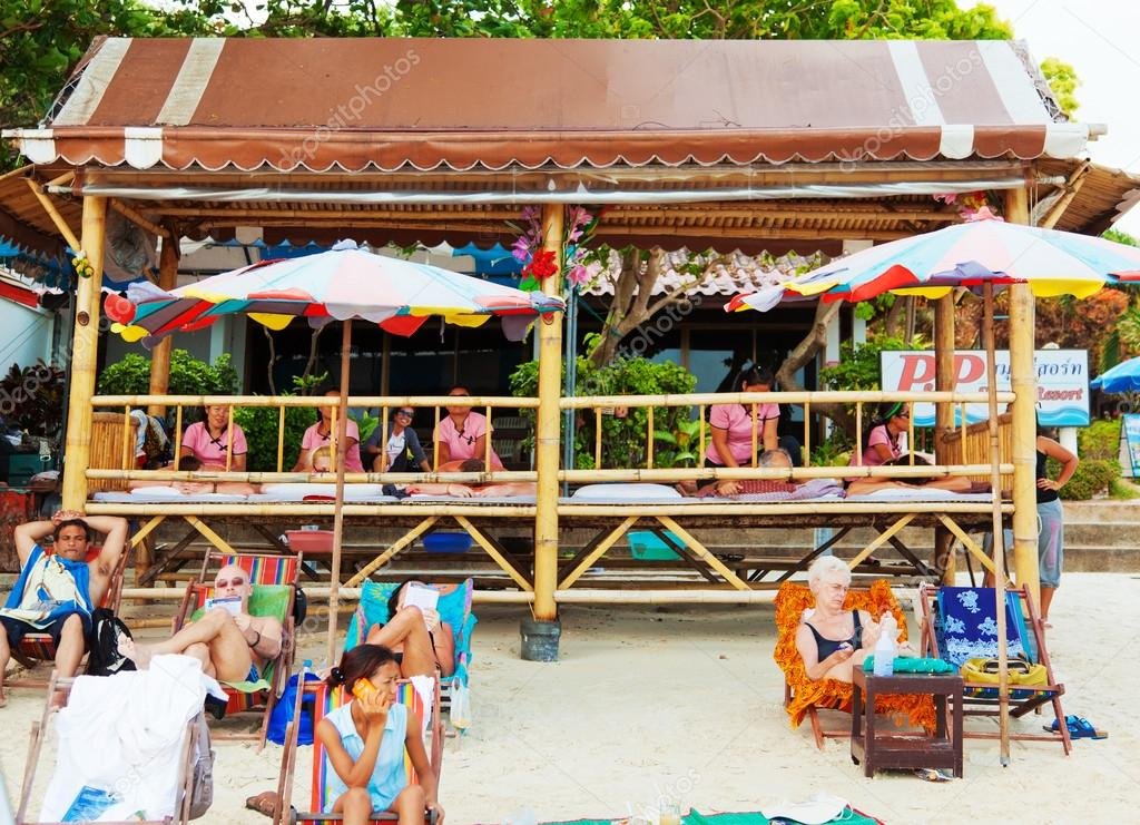 Massage at Chaweng Beach, Thailand – Stock Editorial Photo