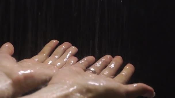 w filmie pod prysznicem mama sex hub