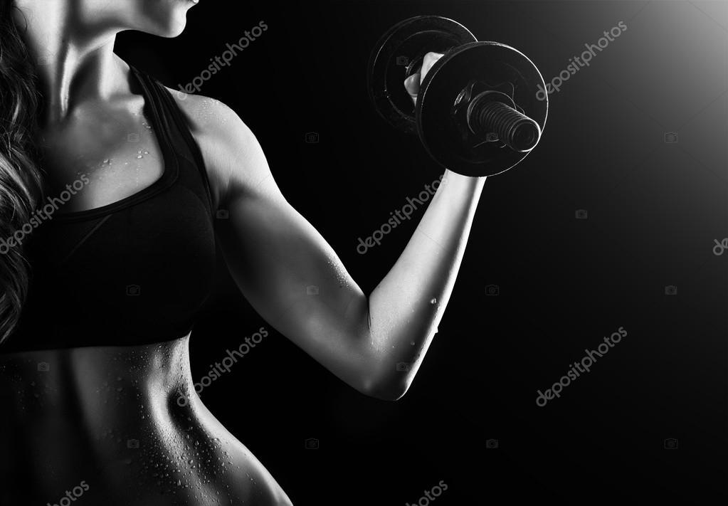 mujer musculares brazos con mancuernas — Fotos de Stock © katalinks ...