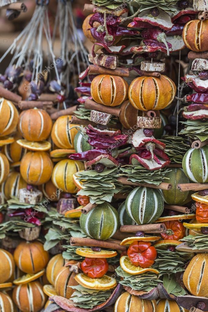 Decorazioni di natale fatte con frutta secca ghirlanda di - Decorazioni con frutta essiccata ...