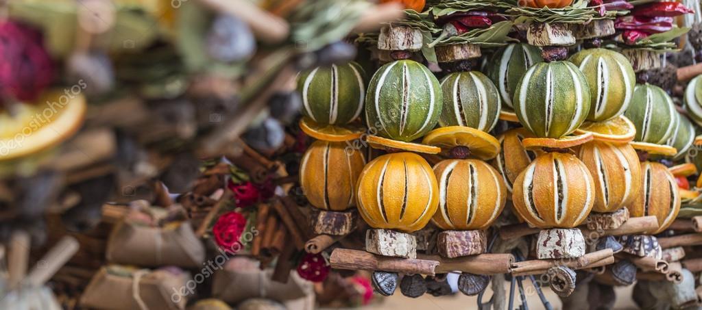 Ozdoby choinkowe wykonane z suszonych owoc w bo e - Decorazioni con frutta essiccata ...