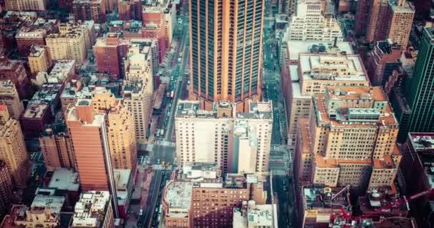 Letecký pohled na panorama Manhattanu při západu slunce, new york city