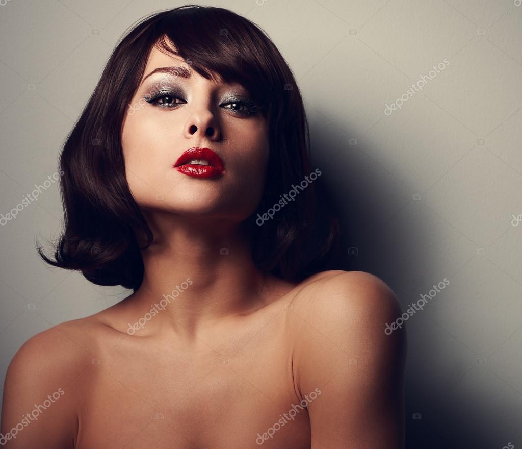 Сексуальный макияж с красными губами