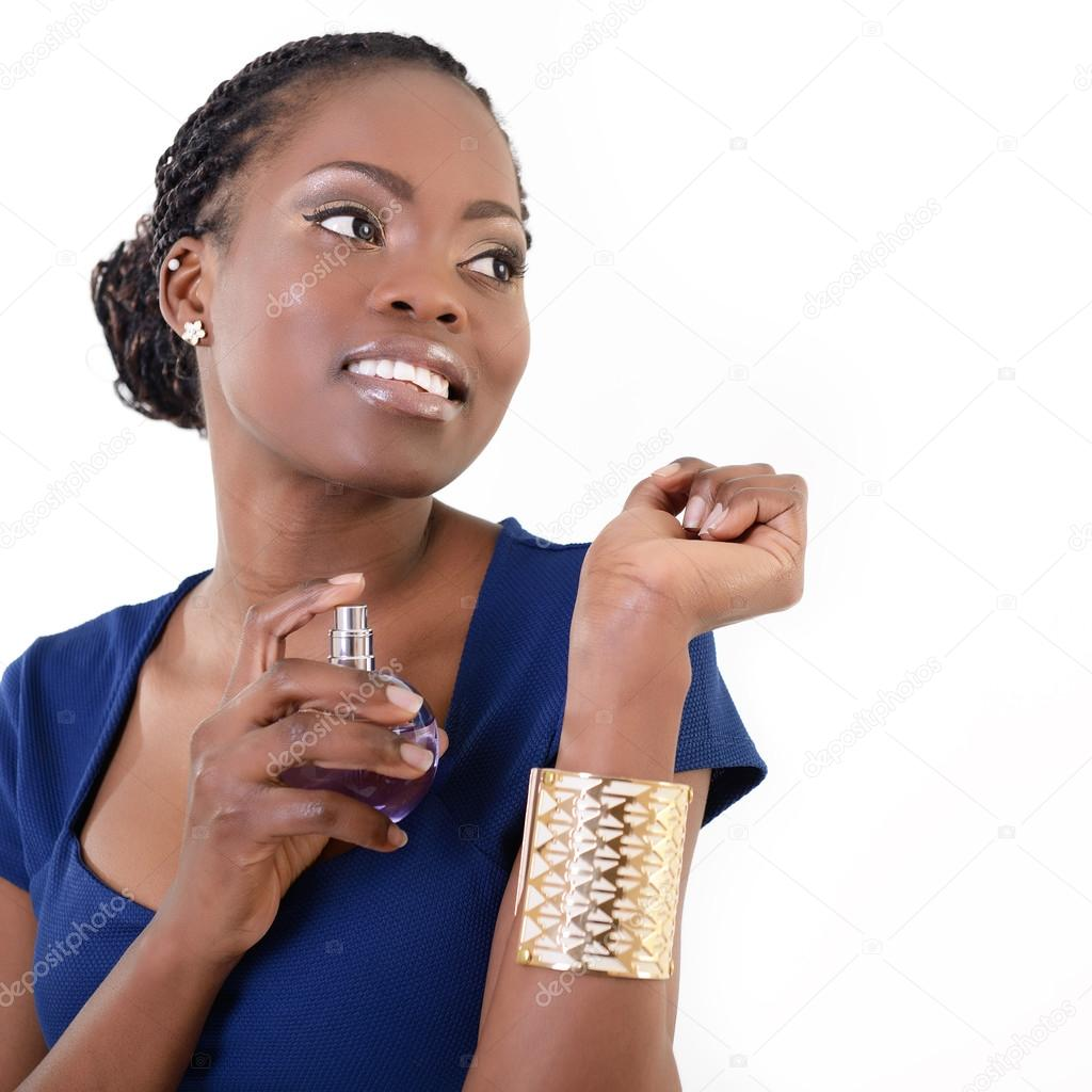 femme africaine avec parfum photographie khorzhevska 52020277. Black Bedroom Furniture Sets. Home Design Ideas