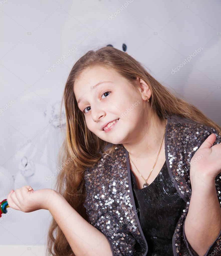 10 Jahre altes Mädchen Weihnachten Porträt — Stockfoto © igabriela ...