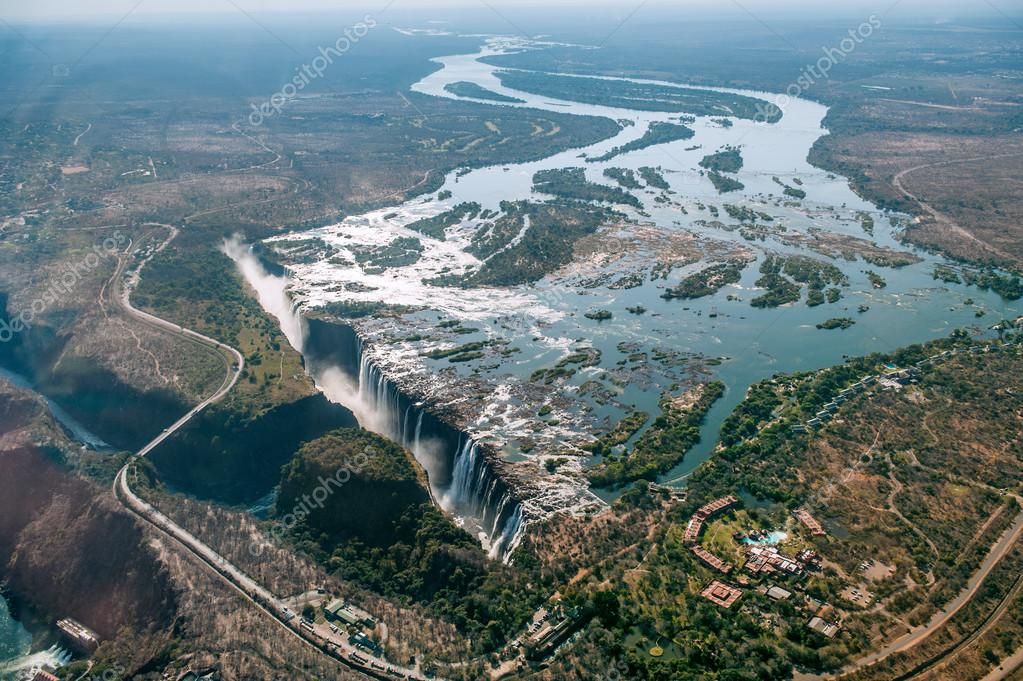https://st2.depositphotos.com/1025317/11631/i/950/depositphotos_116313744-stock-photo-victoria-falls-on-zambezi-river.jpg