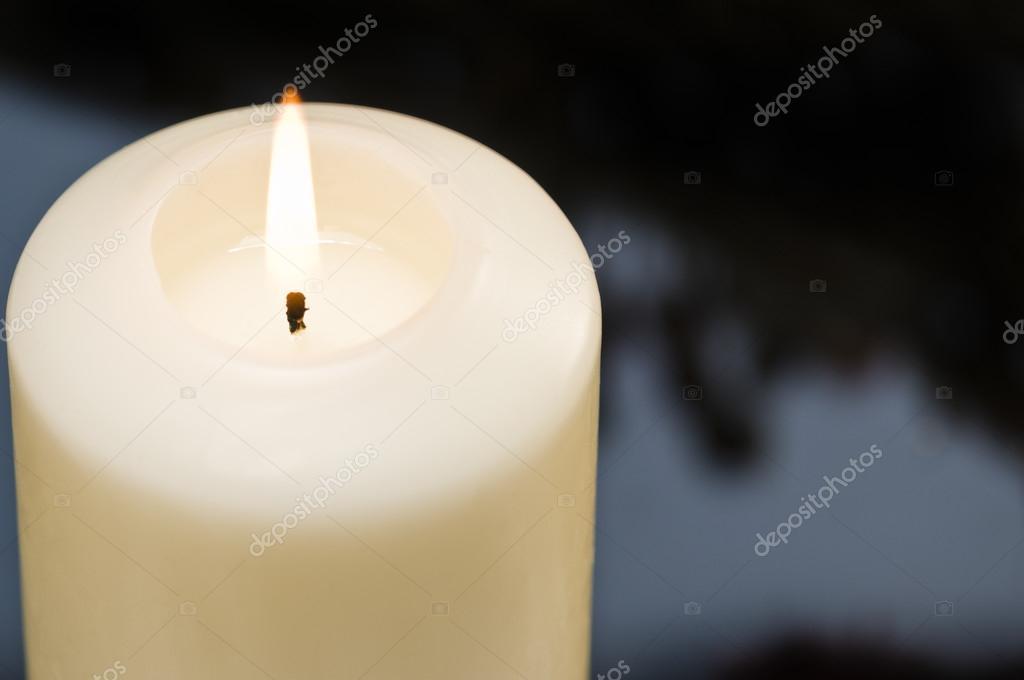 Decorare Candele Bianche : Candele bianche nella decorazione di autunno inverno u foto stock