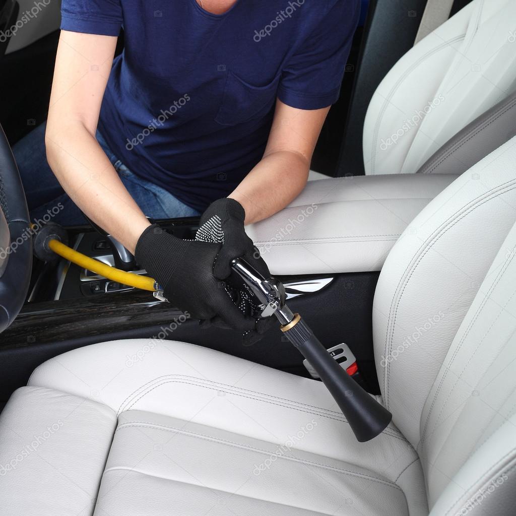 schoonmaken van het interieur van de auto hete stoom foto van photoworld