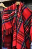Schottische Souvenirs aus rotem Schottenrock
