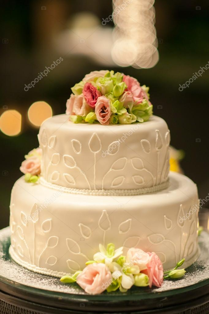 wedding cake set up for dinner party in Thailand — Stock Photo ...