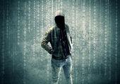 Fotografia Arrabbiato misterioso hacker con numeri