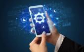 Hand mit Smartphone und Technologiekonzept