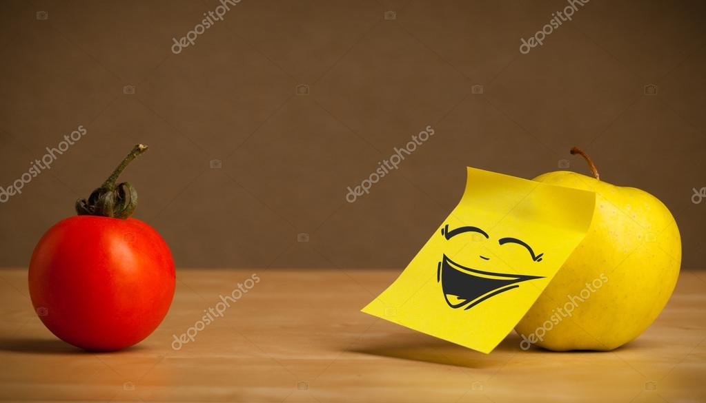 Apple with post-it note laughing on tomato