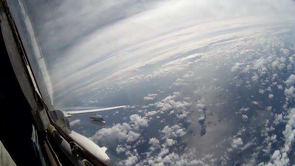 Flug über Wolken Sicht aus dem Cockpit.