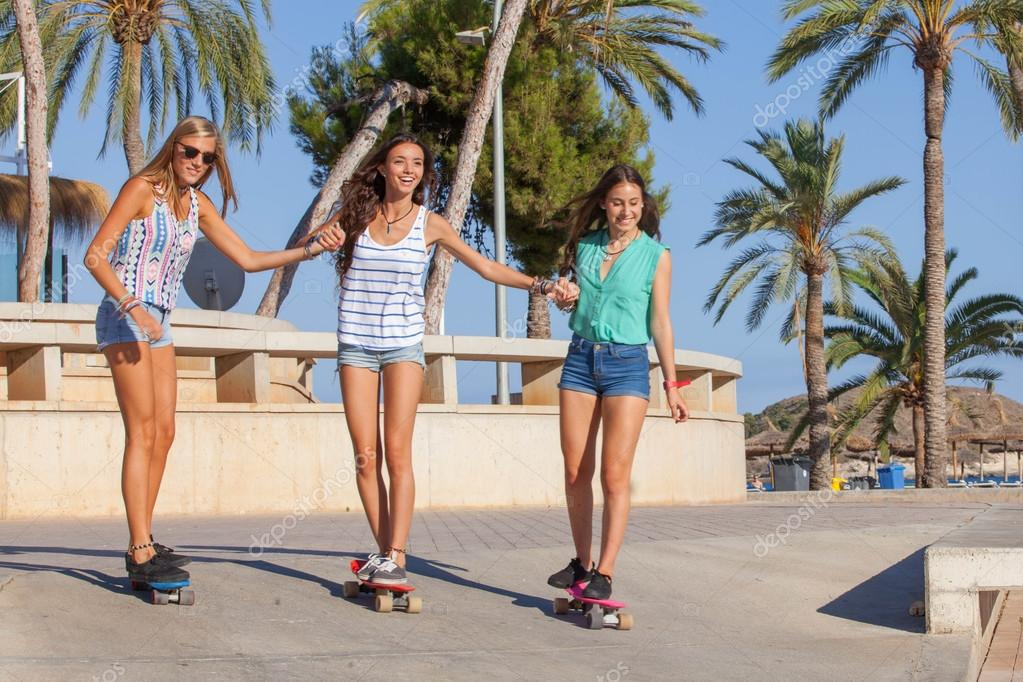 mallorca-teens-download-wide-hip-brunette-nude