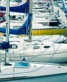 Ukotveny na jachtě v přístavu