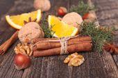 Fotografie cinnamon, anise and walnuts