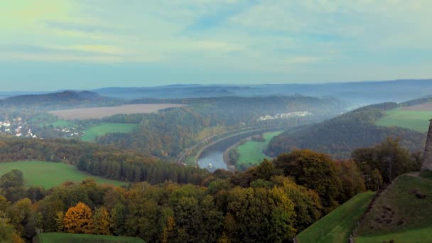 Saské Švýcarsko. Labe River View z hradu Königstein .fortress Königstein a v údolí Labe, Sasko, Německo
