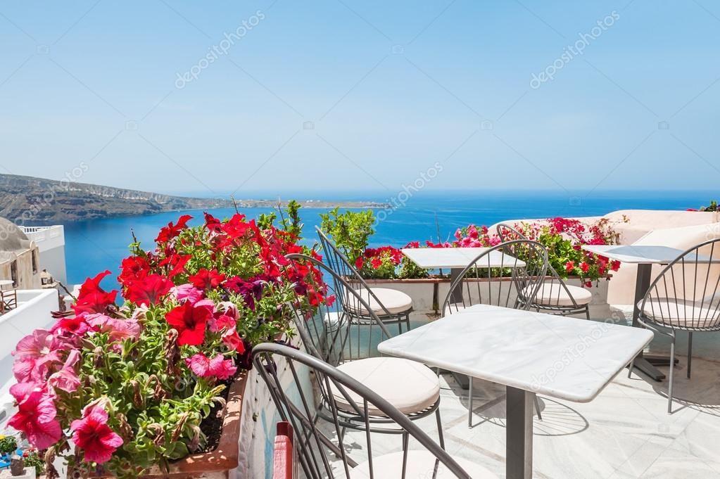 terrazza con fiori — Foto Stock © Smallredgirl #80448372