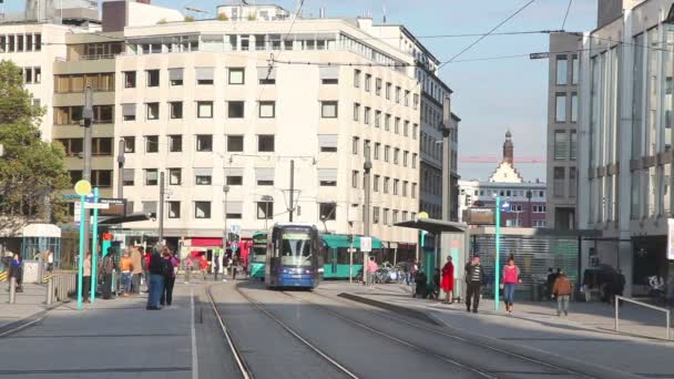 Ulice s tramvají ve Frankfurtu nad Mohanem