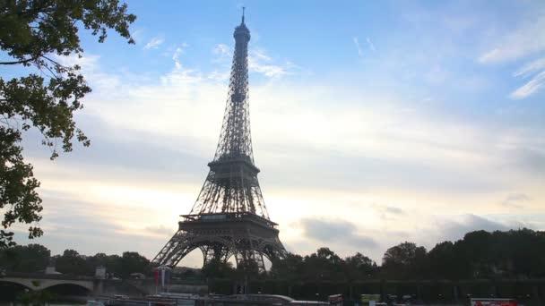 Paesaggio urbano di Parigi con la Torre Eiffel
