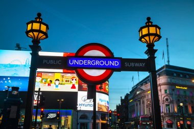 London underground sign at the Piccadilly Circus station