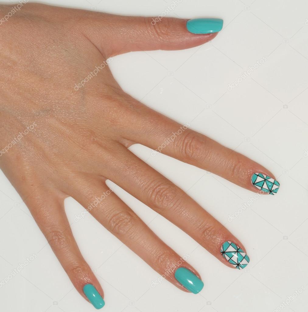 Nagel ontwerp. Manicure nagel verf. mooie vrouwelijke hand met ...