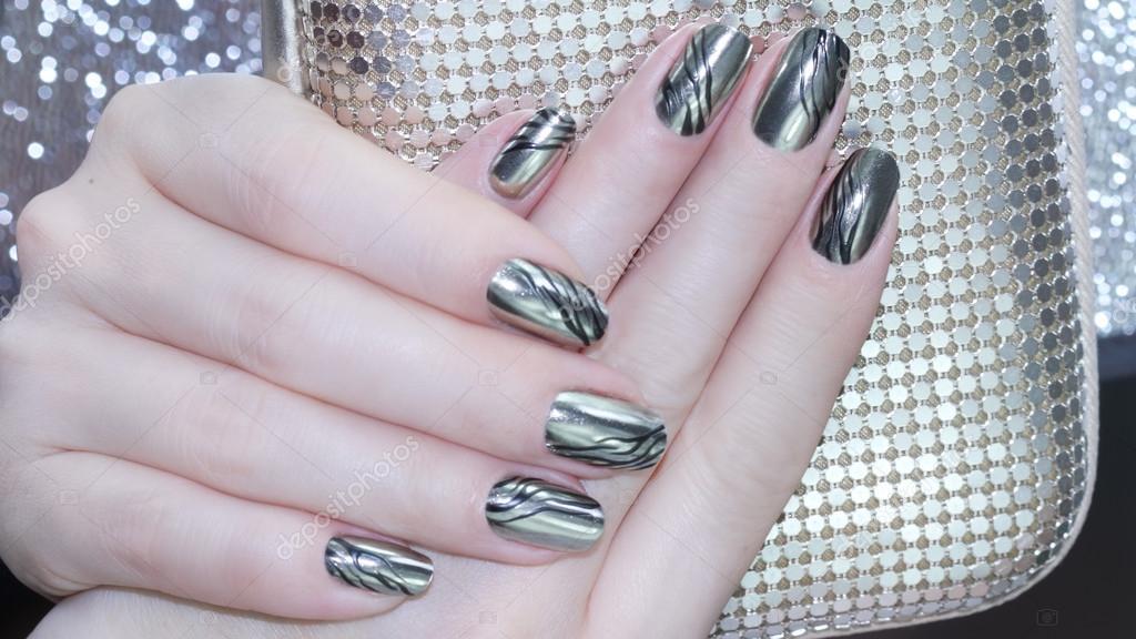Diseño de uñas metálicas — Fotos de Stock © elena1110 #121090338