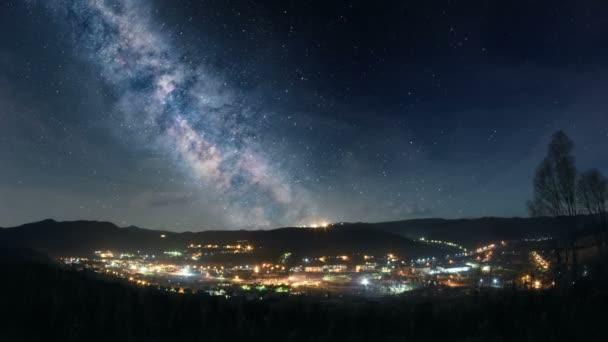 Mléčná dráha nad horské městečko
