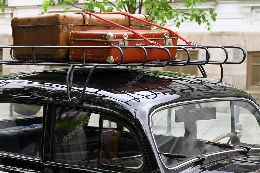 vintage koffers op het dak van de auto stockfoto cebas1 61298971. Black Bedroom Furniture Sets. Home Design Ideas