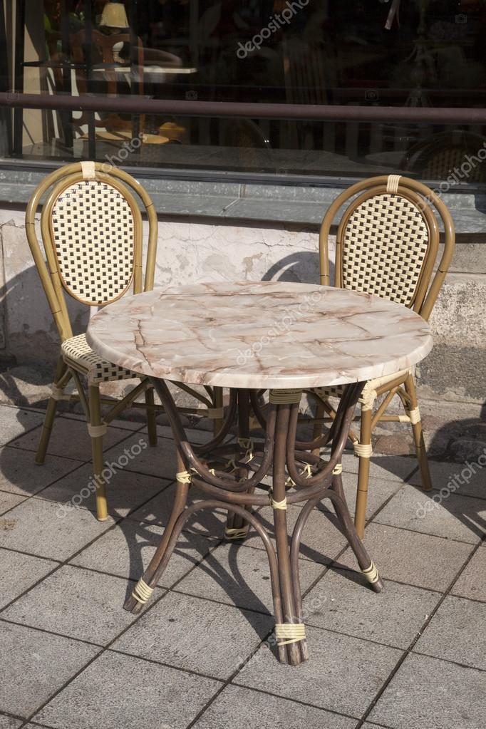 caf tisch und st hle stockfoto kevers 58862989. Black Bedroom Furniture Sets. Home Design Ideas
