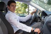 guida auto giovane