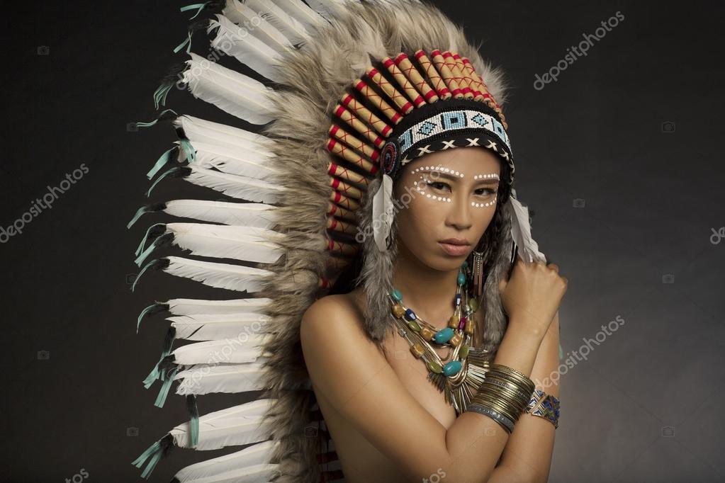 chica de indios americanos nativos — fotos de stock © sbures #63266713