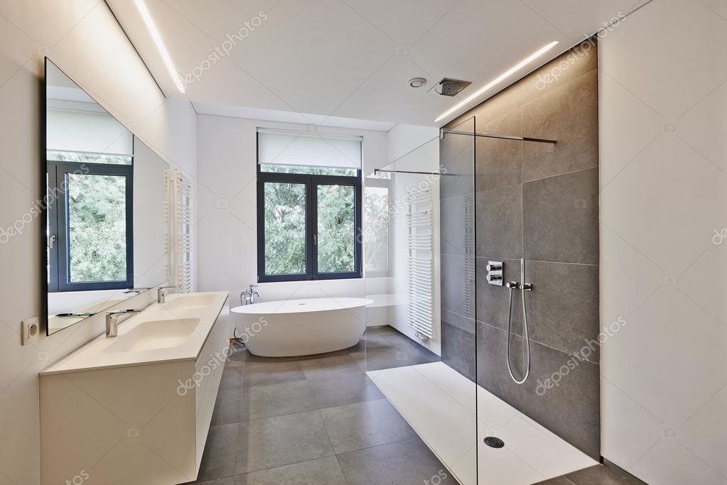bagno moderno di lusso — Foto Stock © Bombaert #79268232