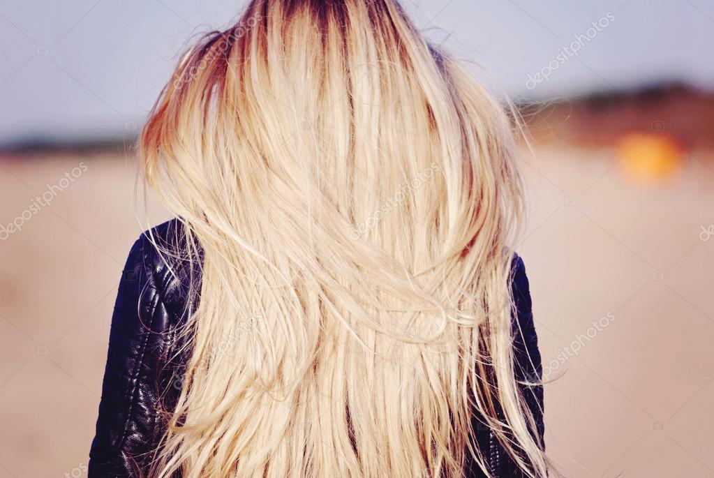 фотография блондинки сзади