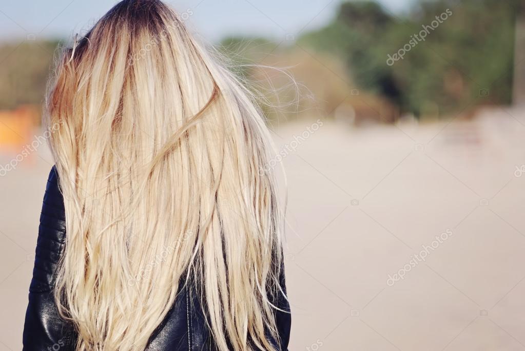 Волосы сзади девушки