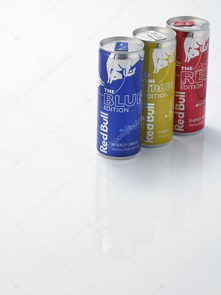 bebidas energéticas de touro vermelho — Fotografia de Stock ... 1a263833cfb