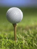 golfový míček na odpališti