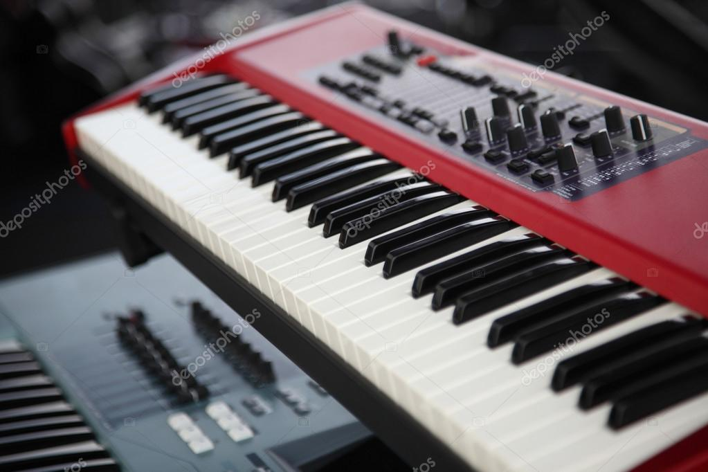 dc39d009e8440 Instrumento de teclado musical — Fotos de Stock © eskaylim  68919097