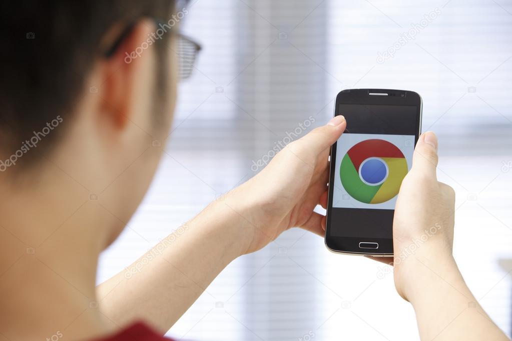 Phone with runnig app in hands