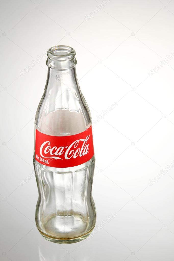 Кока кола пустая бутылка производство безалкогольных напитков