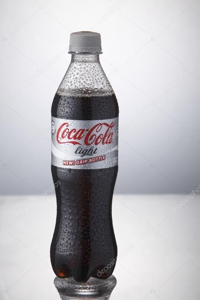 Coca Cola-Getränke — Redaktionelles Stockfoto © eskaylim #81885034