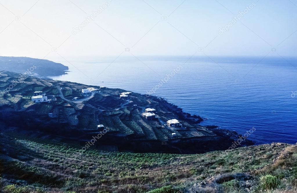Case Di Pietra Pantelleria : Vendita casa indipendente in via marina pantelleria da