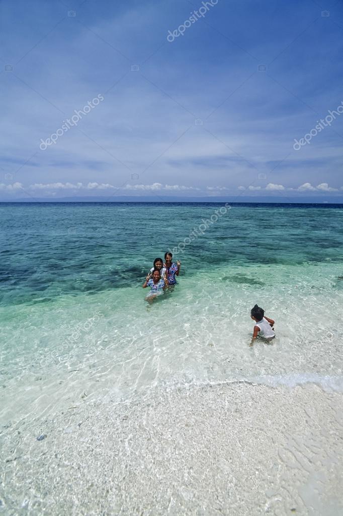 PHILIPPINES, Balicasag Island (Bohol); 24 March 2000, local kids taking a bath - EDITORIAL (FILM SCAN)