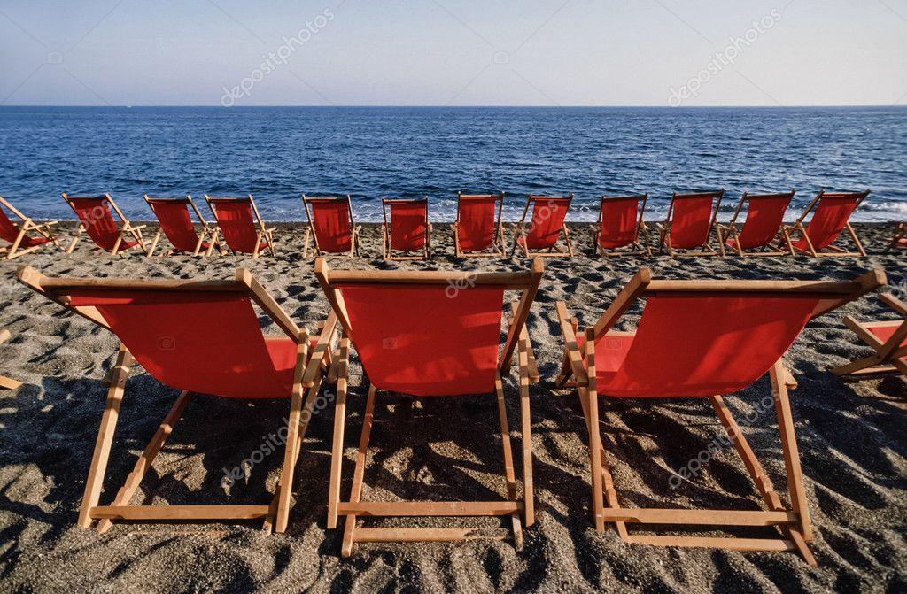 Sedie A Sdraio Napoli.Sedie A Sdraio Sulla Spiaggia Foto Stock C Agiampiccolo 54893145