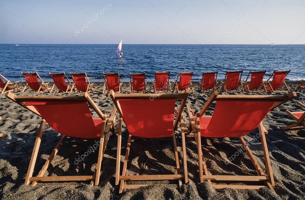 Sedie A Sdraio Napoli.Sedie A Sdraio Sulla Spiaggia Foto Stock C Agiampiccolo 54893205