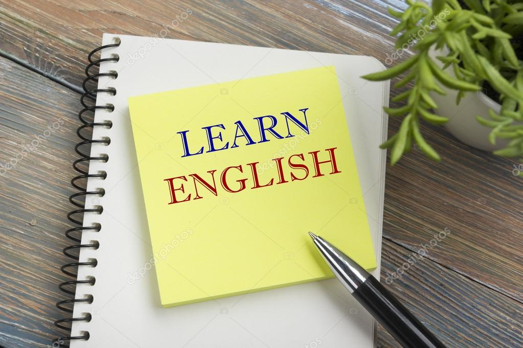 Ufficio Scrivania In Inglese : Impara linglese testo scritto sulla pagina del taccuino matita