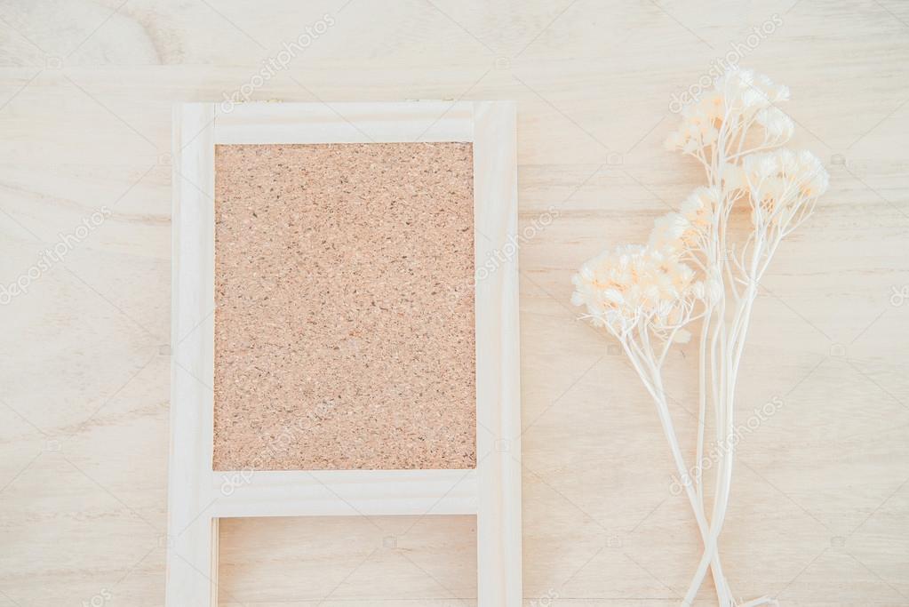 Holz Kork-Board auf Holz Textur-Hintergrund — Stockfoto © zmkstudio ...